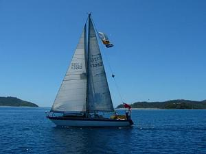boat_under_sail.jpg