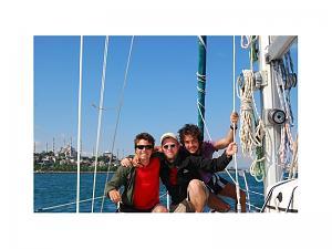 3-junge-Leute-suchen-Mitsegelgelegenheit-fuer-Juli-2012-005241_fVamJr.jpg